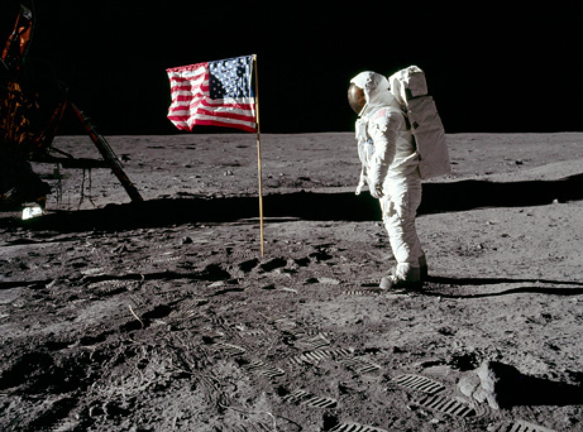090716 01 moon hoax flag waving big.ngsversion.1515796398868.adapt.1900.1